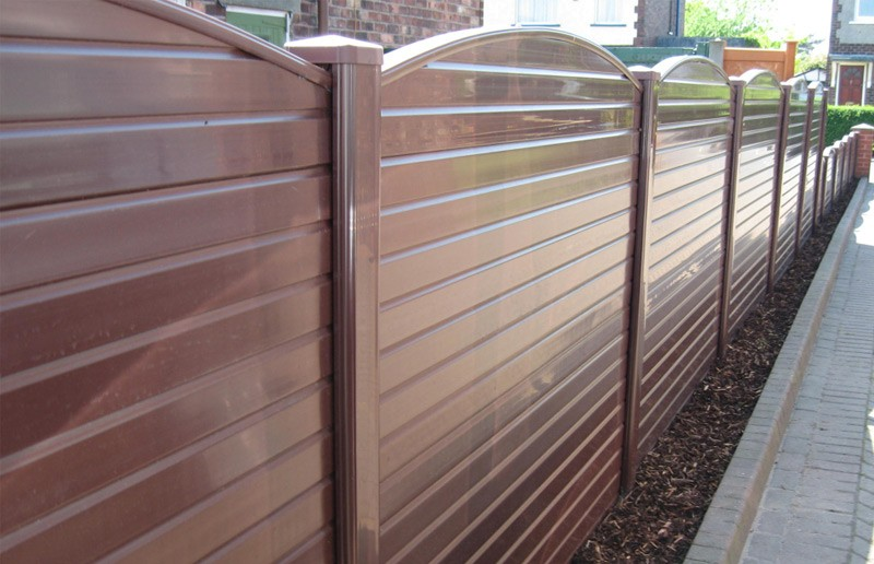 Which Garden Fence Type Is Best: Plastic, Wood or Steel?